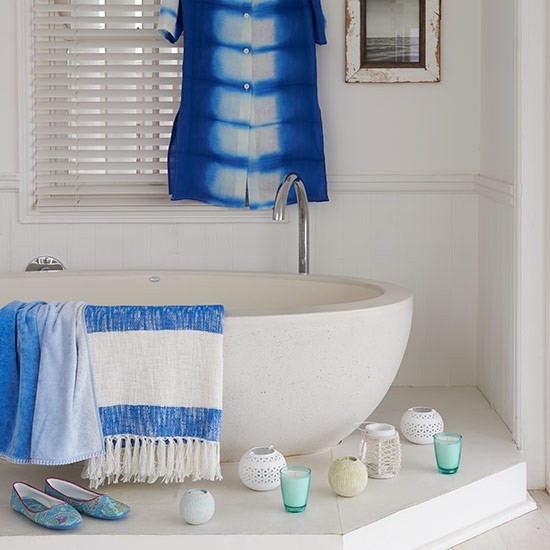 White-bathroom-with-stone-effect-bath-and-shutters--Country-Homes-and-Interiors--Housetohome.co.uk